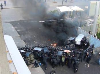 Сепаратисти стріляють з автоматів з-за спин міліції. Одеса, 02.05.2014