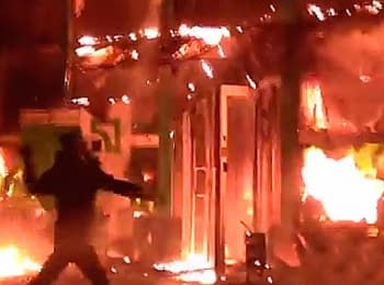 Сепаратисти спалили відділення ПриватБанку у Маріуполі, 04.05.2014