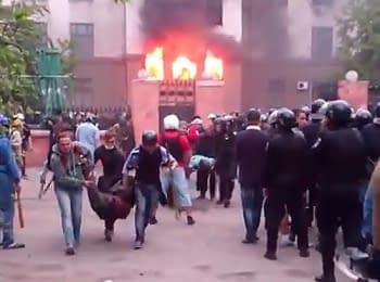 Пожежа у Будинку профспілок – бічний вхід у будівлю. Одеса, 02.05.2014