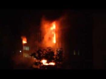У Маріуполі терористи підпалили міськраду, 09.05.2014