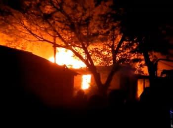 В Мариуполе горела покинутая воинская часть, 10.05.2014