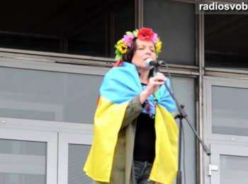 Запорізька «Жіноча сотня» провела флешмоб єдності України, 11.05.2014