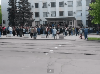 People go on «referendum» in Mariupol, on May 11, 2014