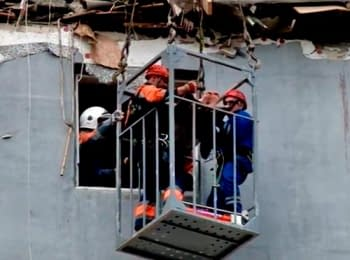 Rescuers freed the woman from under ruins of the house which blew up in Mykolaiv