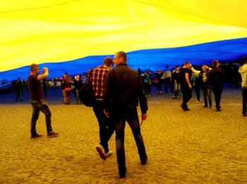 The biggest Ukrainian flag in the world was waved in Lutsk today