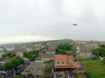 Crimean Tatars carry out a mourning public prayer, it is muffled by a hum of helicopters (video from the air)