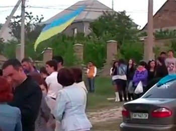 Крымский татарин отстоял украинский флаг в Симферополе