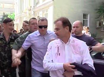 Самообороновцы напали на бывшего главу столичной администрации Александра Попова