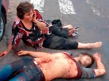 В Сети появилось шокирующее видео, снятое после расстрела людей в Новоайдаре Луганской области (21+)