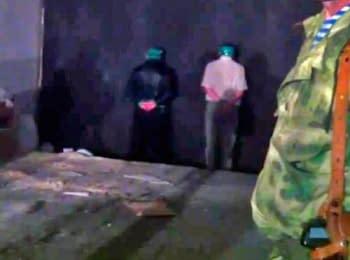 Террористы обнародовали видео с расстрелом заложников, 04.06.2014 (18+)