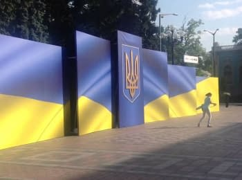 Near parliament prepare for Petro Poroshenko's inauguration, on June 6, 2014