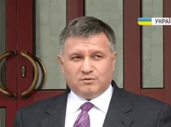 Аваков: все, кто блокируют штаб пограничных войск, приравниваются к предателям