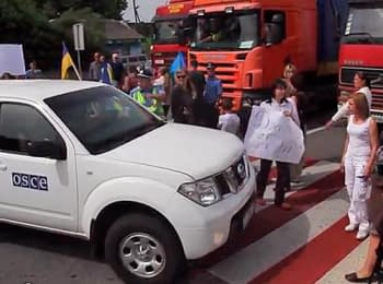 Women blocked traffic on the highway Kyiv-Chop - demand to return the military personnel from a zone of anti-terrorist operation, on June 24, 2014