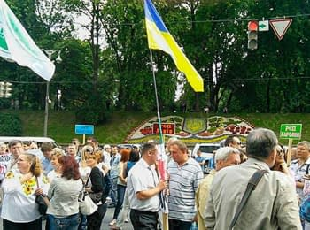 Protesters blocked traffic near the government building in Kyiv, on June 25, 2014