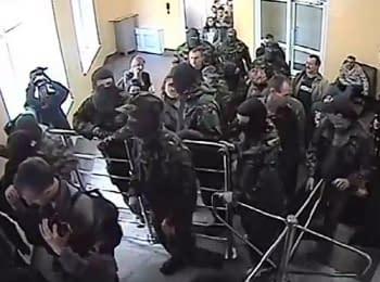 """Активисты """"Правого сектора"""" ворвались в здание УМВД Волынской области с требованиями отставки заместителя начальника, 27.06.2014"""