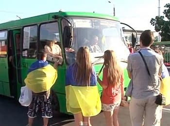 Activists of the Euromaydan in Kharkiv decorate public transport