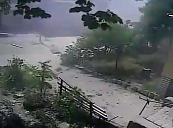 Сєвєродонецьк: Вибух снаряда поруч із житловим будинком (01.07.2014)
