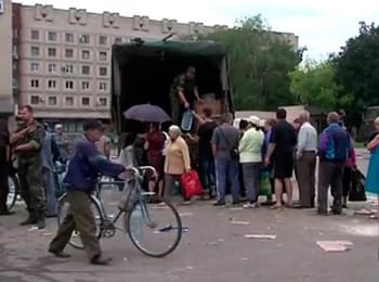 Military give help to inhabitants of Slovyans'k (July 5, 2014)