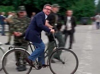 Славянск: Губернатор Донецкой области Тарута на велосипеде