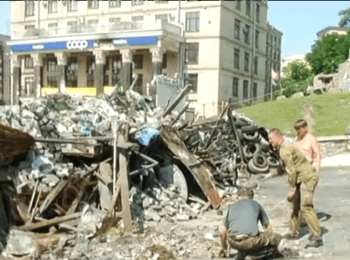 Kyiv: Activists of the Maydan don't allow to remove a barricade (July 15, 2014)