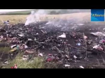 The first footage from a place of crash of the Boeing 777 that was shot down by terrorists near Thorez in Donets'k region, on July 17, 2014