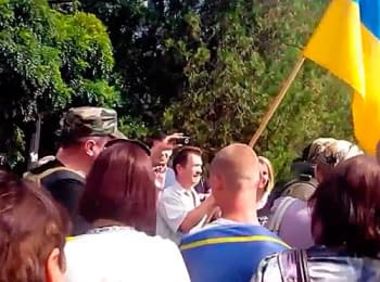 Inhabitants of Syeverodonets'k meet the Ukrainian army (July 22, 2014)
