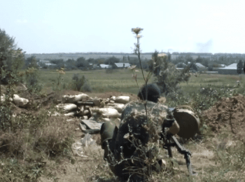 Боевики стреляют в сторону жилых домов