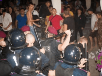 Before Ania Lorac's concert in Odesa there was a fight between police and activists, on August 3, 2014 (18+ Explicit language)