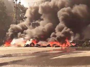 On the Maydan in Kyiv dismantle barricades and burn down tires, on August 7, 2014