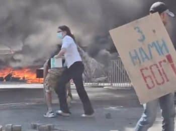Із Майдану камінням прогнали комунальників, 07.08.2014
