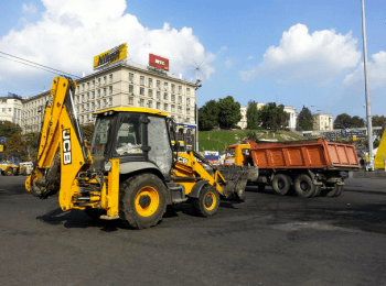 Cleaning of the barricades on the Maydan in Kyiv (August 8, 2014)