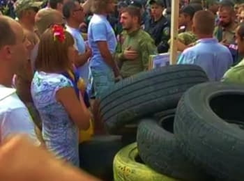 Activists under the Verkhovna Rada: Tires, fight and blocking (August 12, 2014)