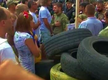Activists under the Verkhovna Rada: Tires, fight and blocking (August 12, 2014)