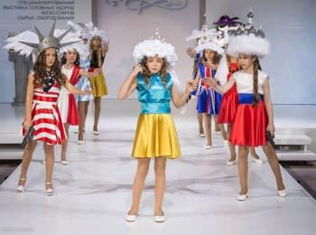 На показі мод в Москві діти зображали «самогубство» України