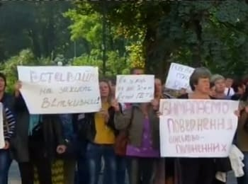 Activists and mothers picket the Verkhovna Rada