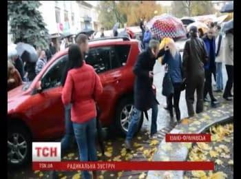 Яичную атаку пережил в Ивано-Франковске Олег Ляшко