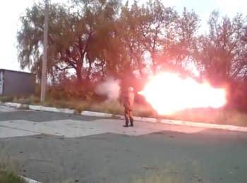 """Террористы из батальона """"Восток"""" развлекаются, стреляя из гранатометов по автозаправке"""