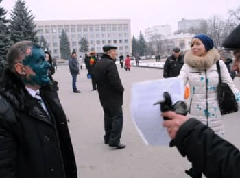 Former member of Party of Regions from the Khmelnytsky region doused with green paint