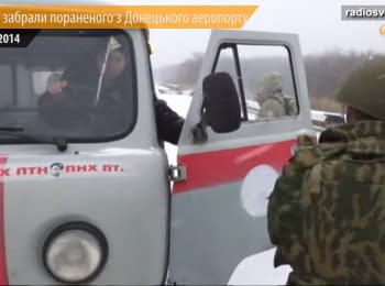Ukrainian militaries crossed the militants checkpoint and taken wounded from Donetsk Airport
