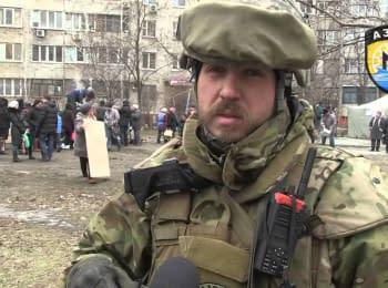 """Батальон """"Азов"""" помогает пострадавшим от обстрелов в Мариуполе"""