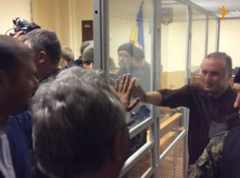 Trial of Efremov. Dobkin pulls his hand through the glass