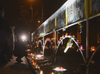 Dnipropetrovs'k residents lit candles at the alley of Heavenly hundred