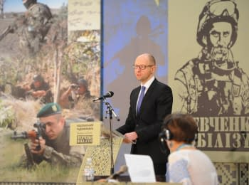 "Arseniy Yatsenyuk took part in radio marathon ""Shevchenko mobilizes"""