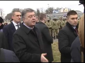 "Petro Poroshenko met with strikers near the Hall of official delegations at the ""Borispol"" airport"