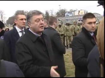"""Петро Порошенко зустрівся із страйкарями біля ЗОД аеропорту """"Бориспіль"""""""