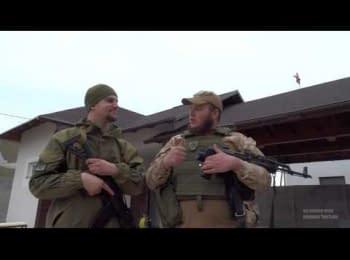 "Soldier of ""Azov"" regiment raised the US flag over Shyrokyne specially for Kiselev"