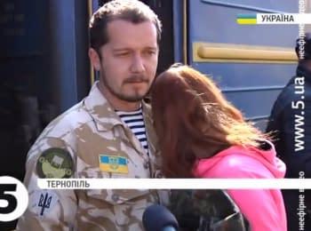 Жители Тернополя встретили бойцов АТО, которые вернулись из Мариуполя