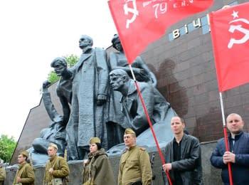 """Навсегда близка Победа: митинг памяти у мемориала """"Вечно живым"""" в Кременчуге"""
