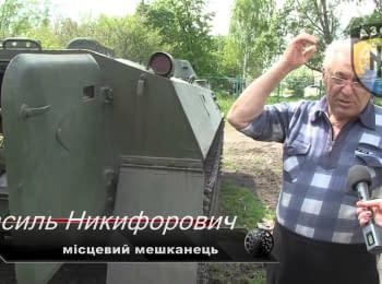"""Бойцы полка """"Азов"""" помогают мирным жителям прифронтового села"""