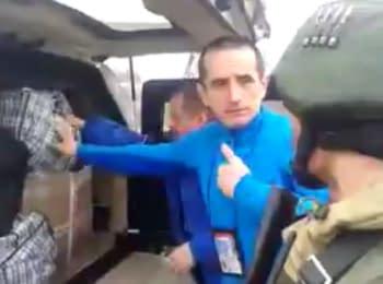 """Пророссийские боевики """"ЛНР"""" проводят обыск автомобилей ОБСЕ в Первомайске"""
